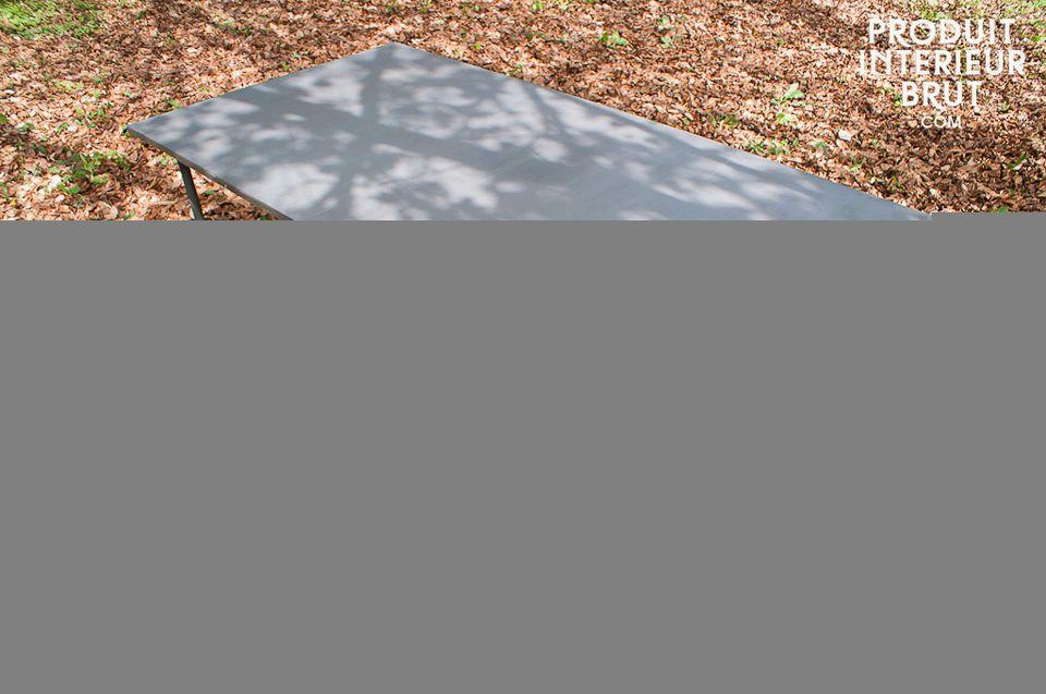 Tisch aus 100% Metall nach dem Vorbild alter Werkstatttische