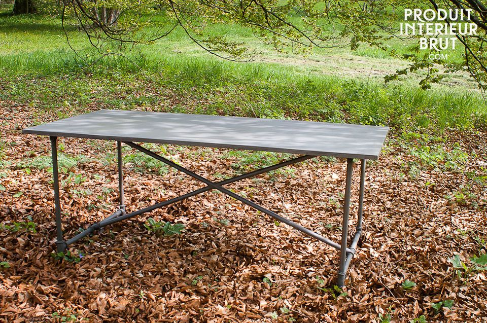 Um den Versand zu vereinfachen, werden Tischgestell und Platte unmontiert geliefert