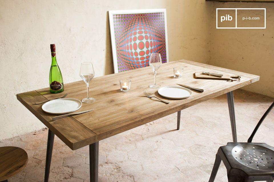 Der Tisch Limor ist ein großes Möbel