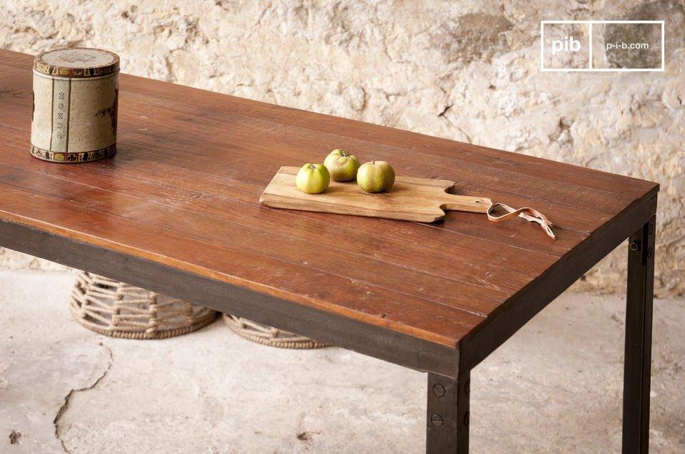 Die Robustheit eines industriellen Möbels mit eleganten Linien