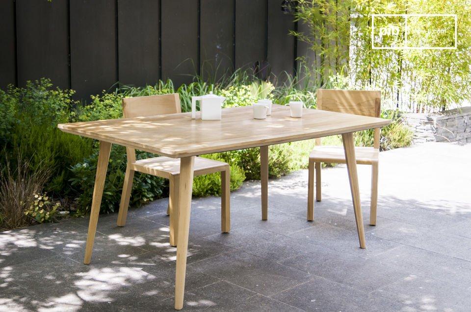 Elegant und aus einem strahlenden, hellen Holz