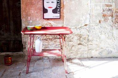 Tisch Scarlet