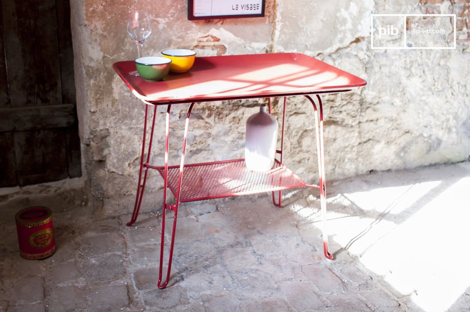 Der Charme eines farbigen Vintage Möbels