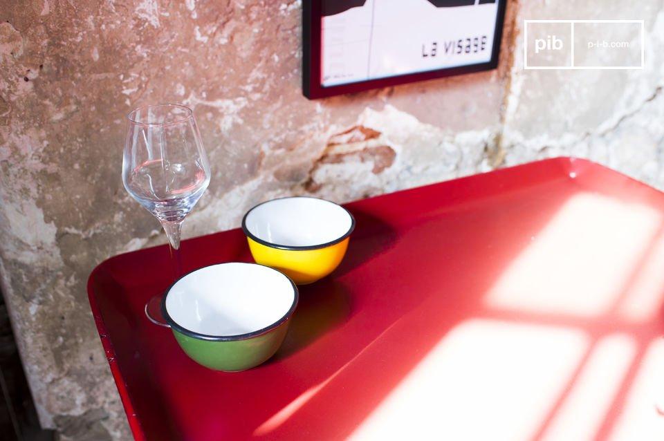 Der Tisch Scarlet ist ein kleines Möbel