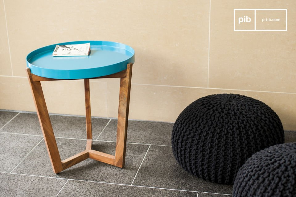Füße aus massivem Akazienholz, Tischplatte entfernbar