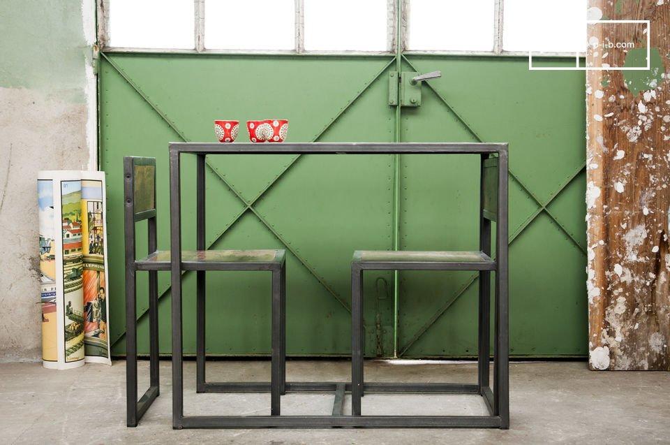 Die Kombination der dunklen metallischen Struktur und des alten recycleten und lackierten