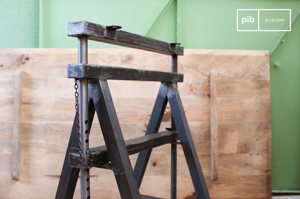 Das Tischbockpaar Ambolt besitzt eine ganz außergewöhnliche industrielle Vintage Identität