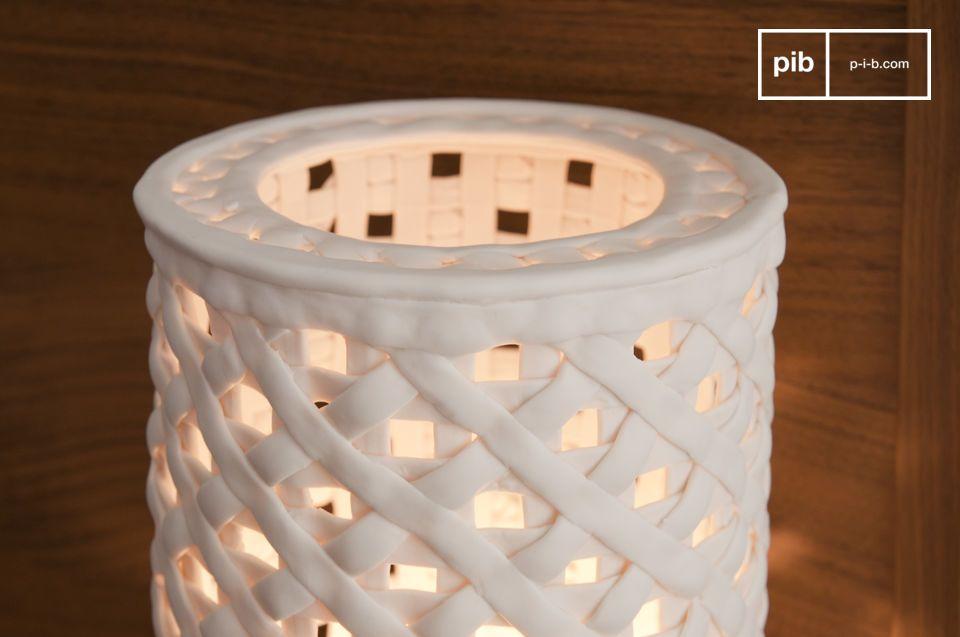Einzigartige Leuchte mit Porzellangitter
