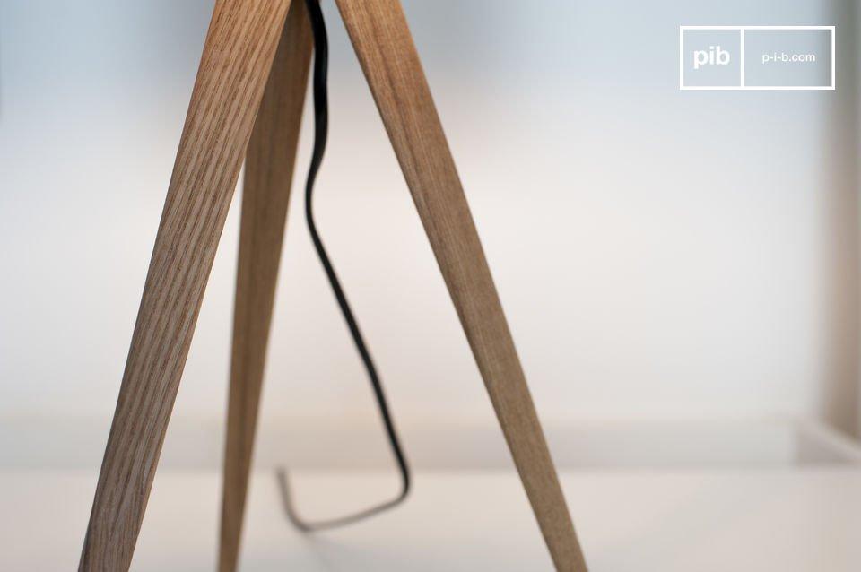 Die Tischleuchte Kavinskï ist ein sehr schönes Beispiel an Leuchten im verführerischen