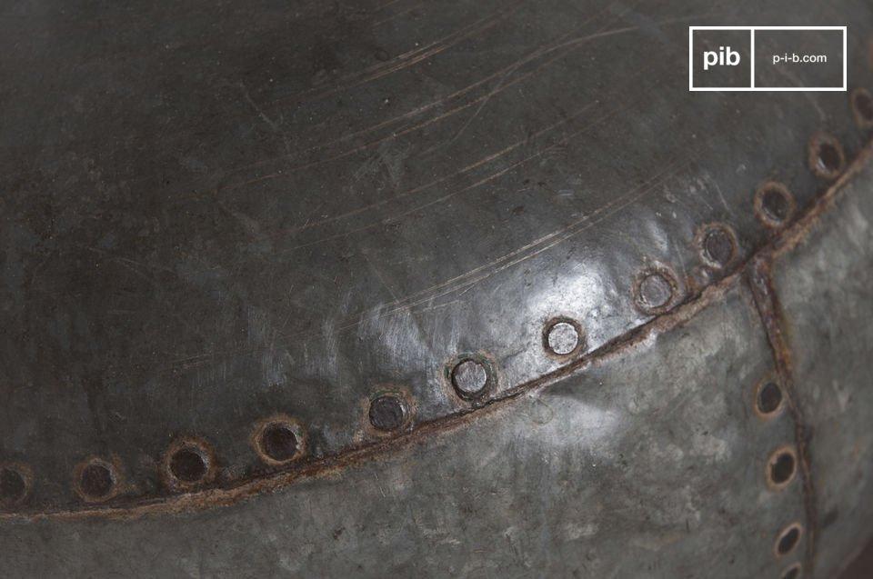 Die Tischleuchte Nessos ist eine außergewöhnliche Lampe