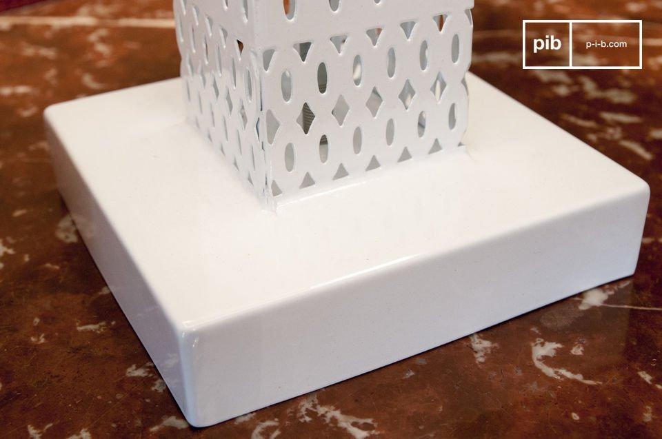 Die Tischleuchte Raüma ist eine sehr schöne Lampe, die ein charakteristisches Licht ausstrahlt