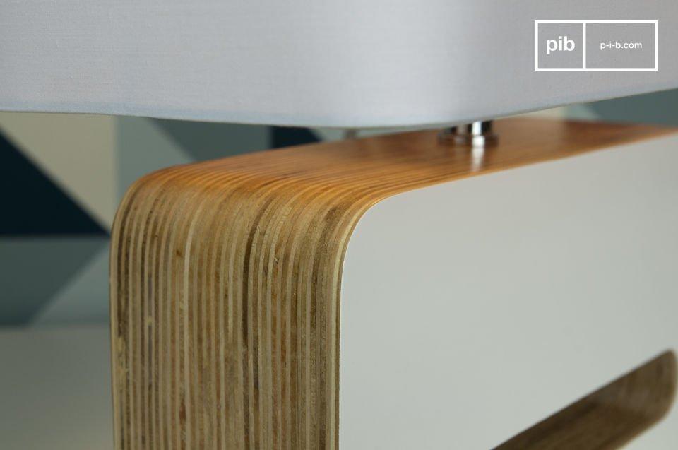 Diese Lampe präsentiert sich im resoluten Vintage-Style der 60er Jahre und hat einen weißen