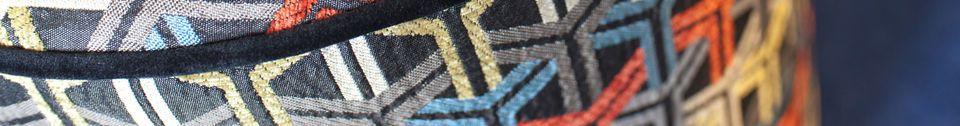 Materialbeschreibung Toumani-Puuf aus grafischem Stoff