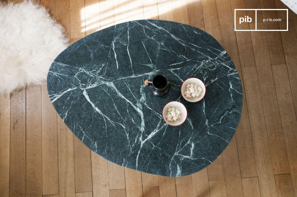 Werfen Sie einfach einen Blick auf diesen trivisanen Couchtisch aus Marmor und Sie werden sofort von