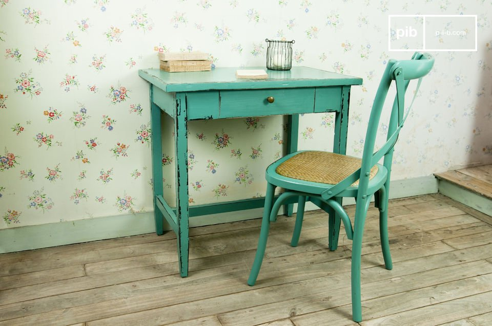 Türkisfarbener Tisch Lila