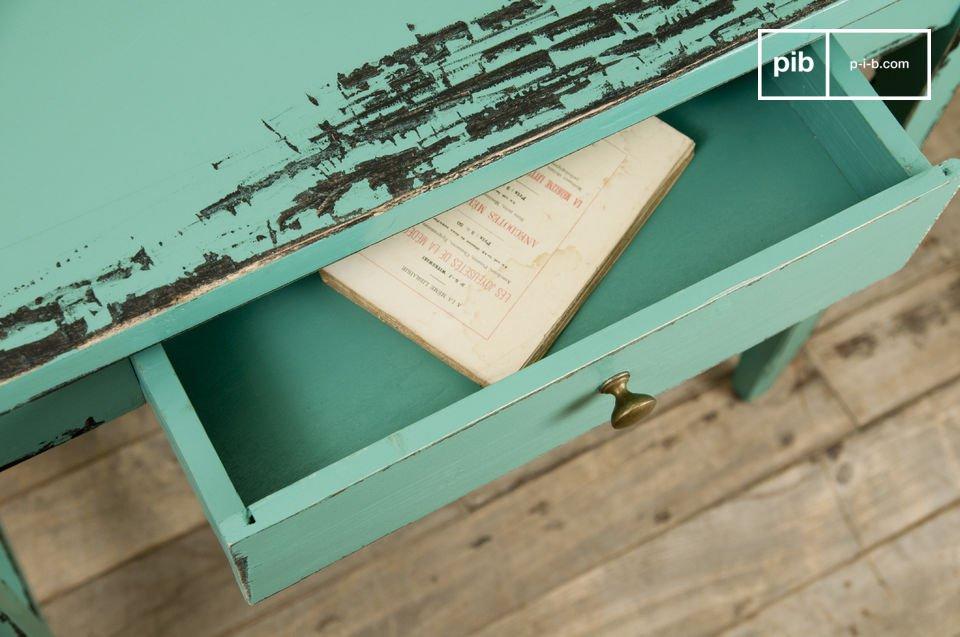 Vollständig aus massivem Holz hergestellt und in einer türkisen Farbe bringt dieser Tisch einen