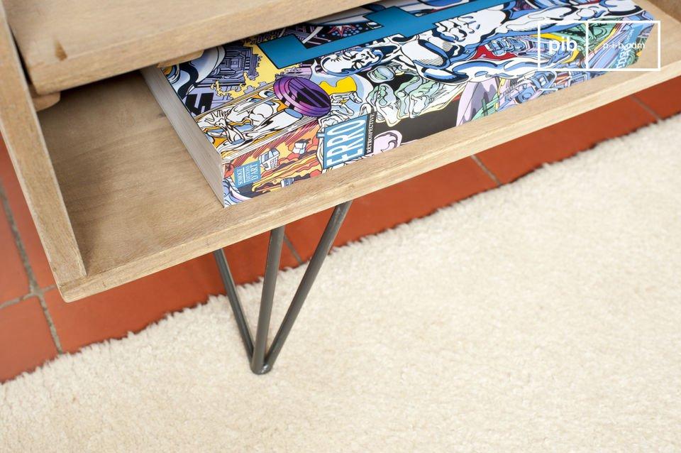 Die feinen Metallfüße des TV-Möbel Zürich weisen einen hervorragenden Kontrast zu dem hellen
