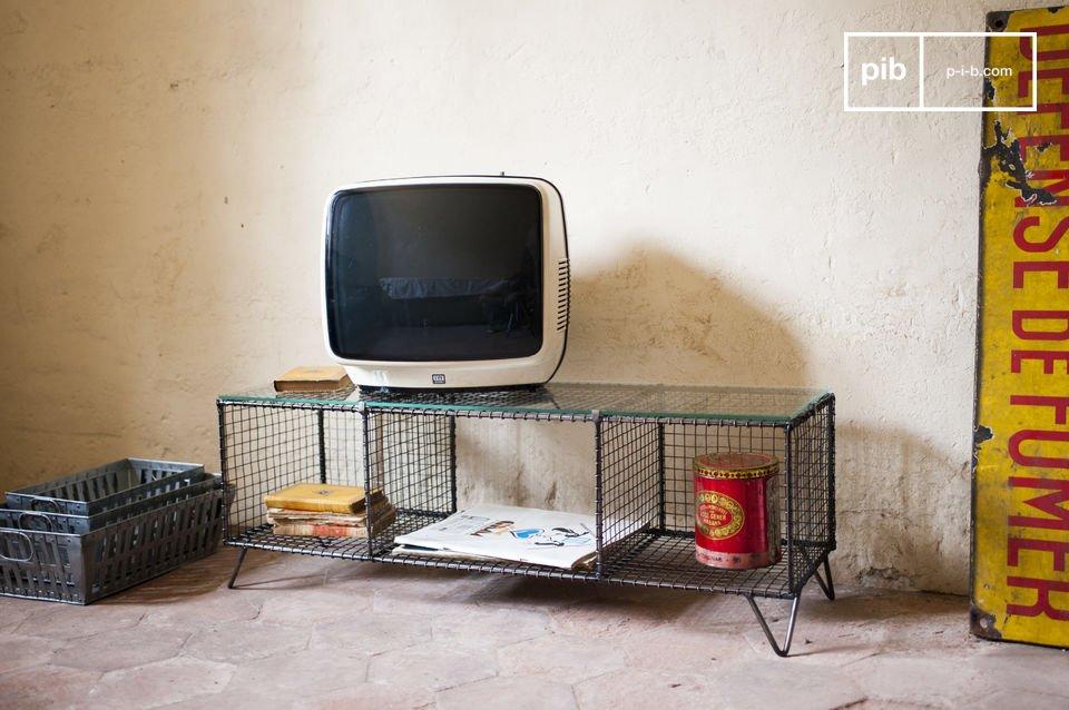 Die Struktur dieses TV-Möbels besteht ganz aus Metall und die Platte aus Glas