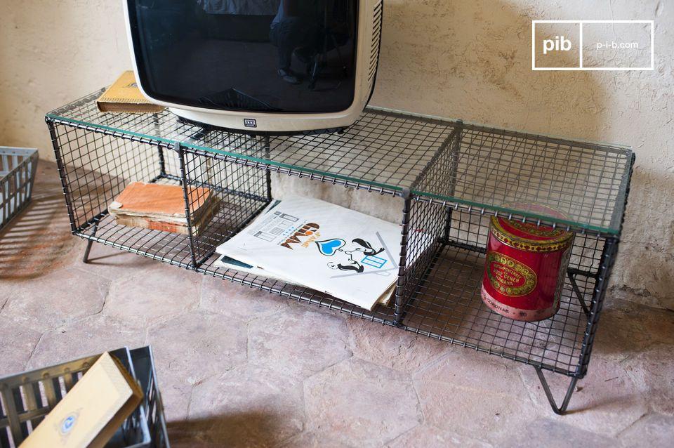 Das TV-Möbel Ontario ist ein tolles Beispiel eines industriellen Retro Möbels