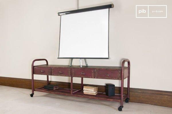 TV-Möbel im patinierten Industriedesign