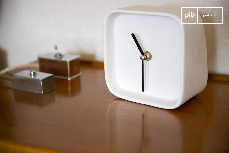 Die Uhr funktioniert mit einem Quartz-Uhrenwerk und lässt Sie somit nie wieder zu spät kommen