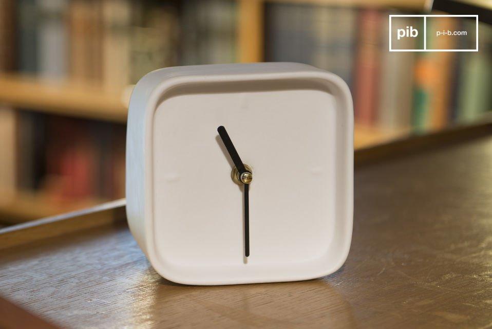 Uhr aus Porzellan Fjorden