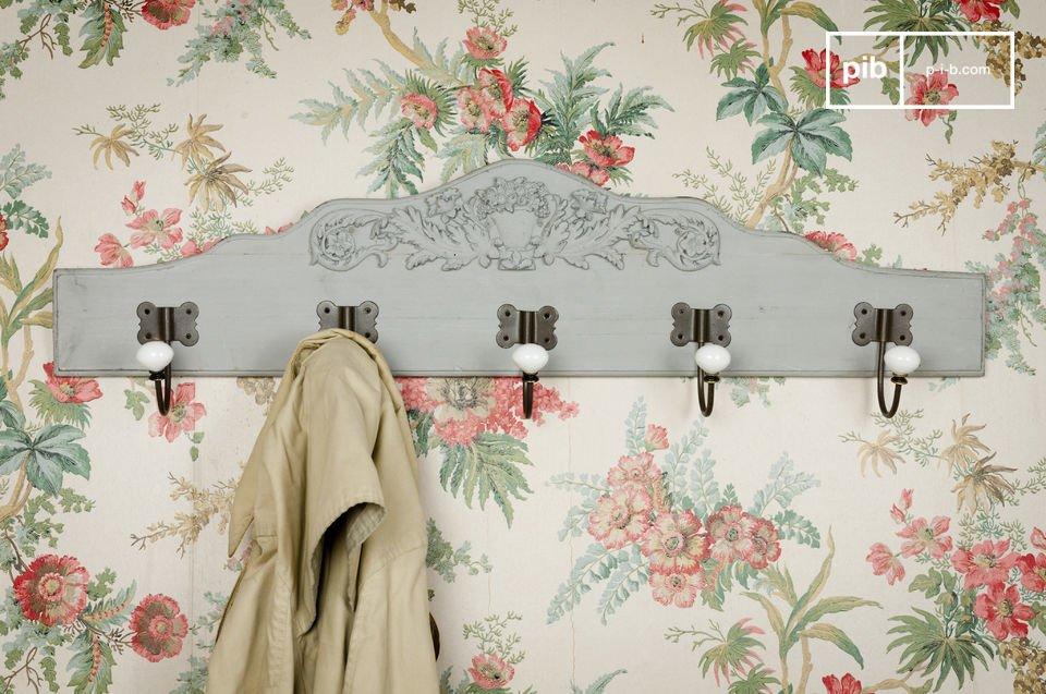 Diese praktische Wandgarderobe verleiht Ihrem Vorraum einen Hauch von Landhausatmosphäre und charmantem Boho Chic