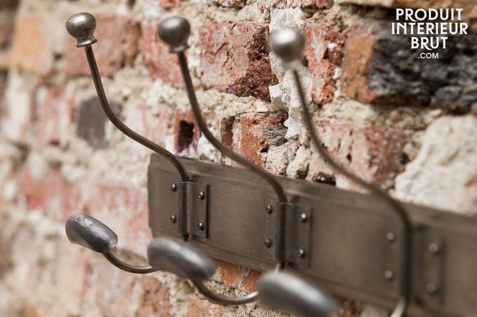 Metall-Wandgarderobe aus Opas Schulzeit