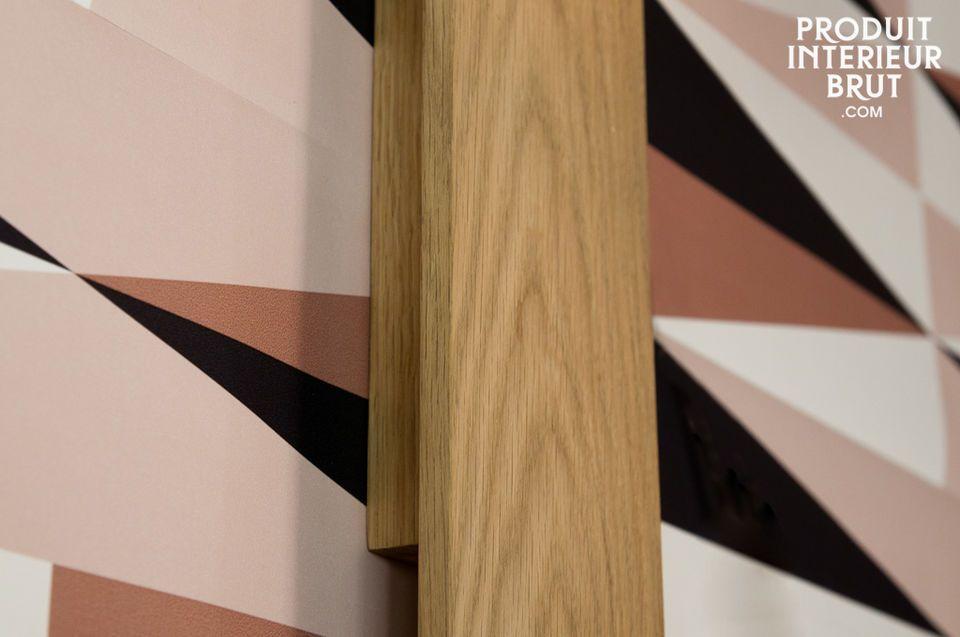 Diese sehr nüchterne und elegante Wandleuchte verfügt über einen Rohholzsockel aus Eiche und