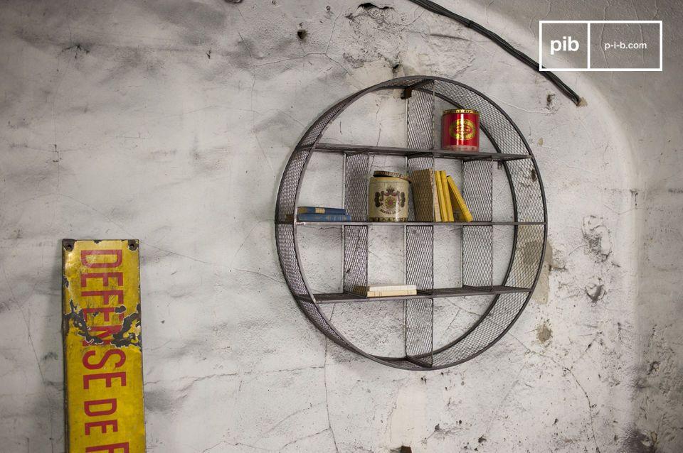 Das Wandregal Flèxe ist ein außerordentliches Aufbewahrungsmöbel: Seine metallische Struktur und die rohe Fertigstellung werden Ihren Wänden das gewisses Etwas an industriellem Retro Charme verleihen
