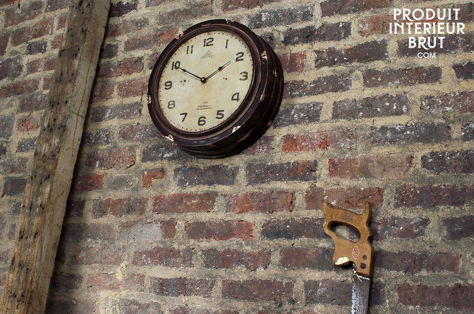 Atelier-Uhr aus lackiertem Holz und Glas