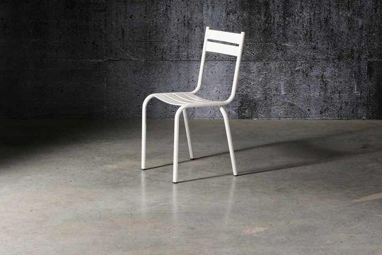 Weisser Stuhl Pretty