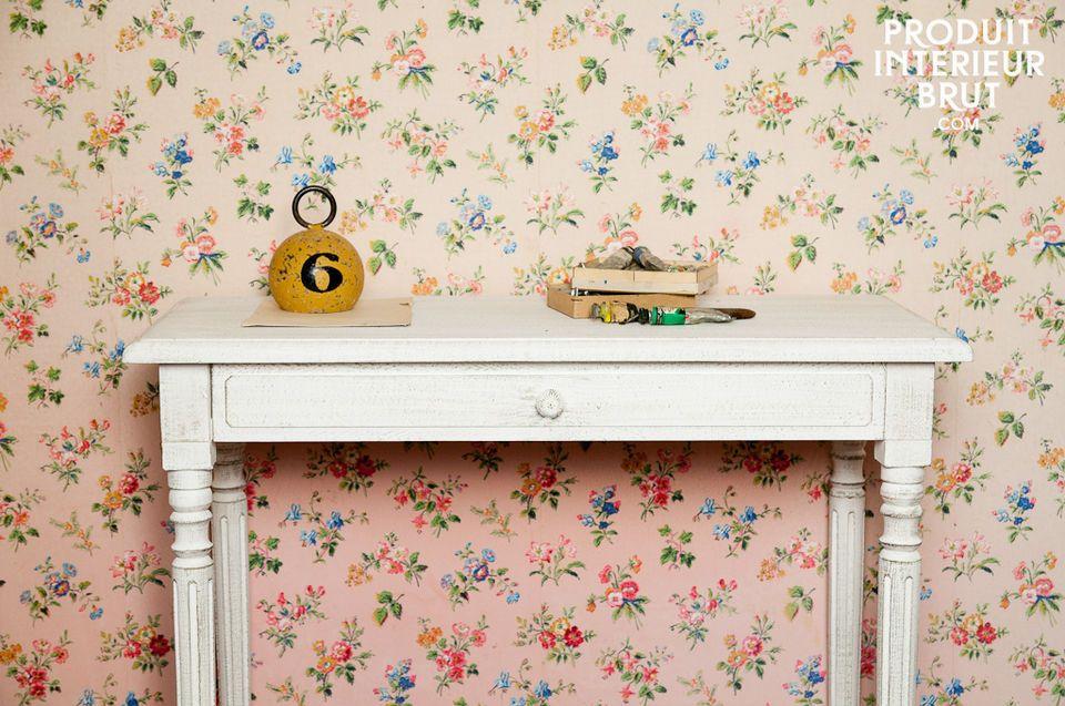 Retro Design und weiß patiniertes Holz verleihen dem Schreibtisch Frivole seinen besonderen Charme