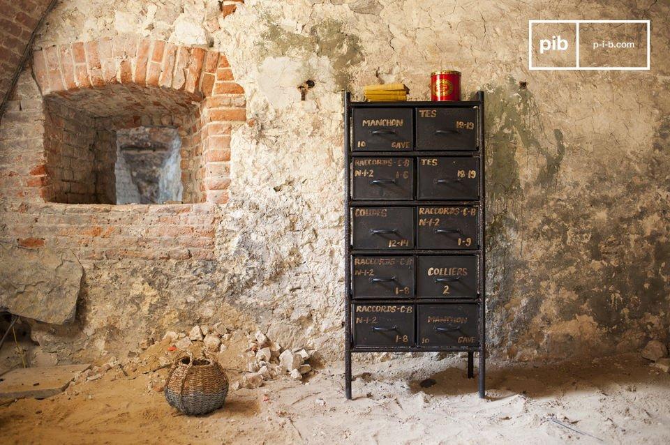 Die Werkstattkommode mit 10 Schubladen wird keinen Fan des industriellen Designs kalt lassen