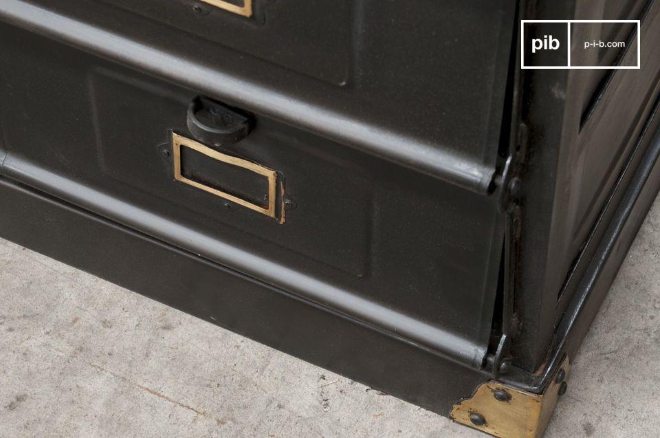 Dieses Werkstattmöbel im resoluten Industrial Vintage Style wird das ganz besondere Design dieses