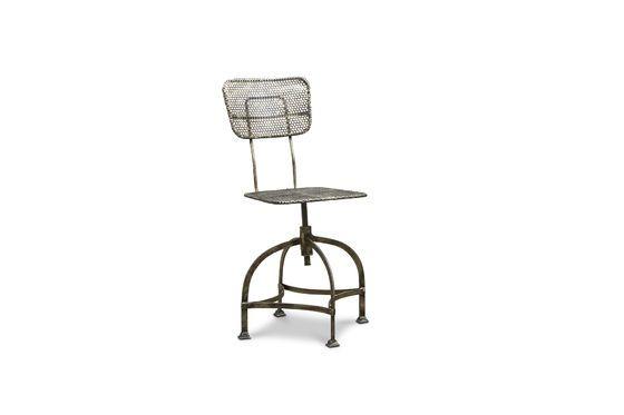 Werkstattstuhl aus Lochblech ohne jede Grenze