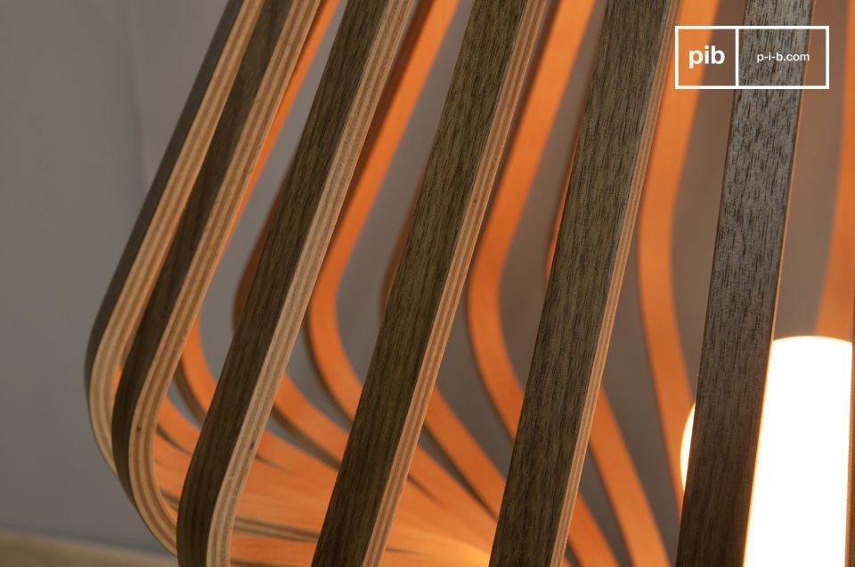 Die Designer der Leuchte Diva haben bei der Verarbeitung des Schichtholzes auf norwegische