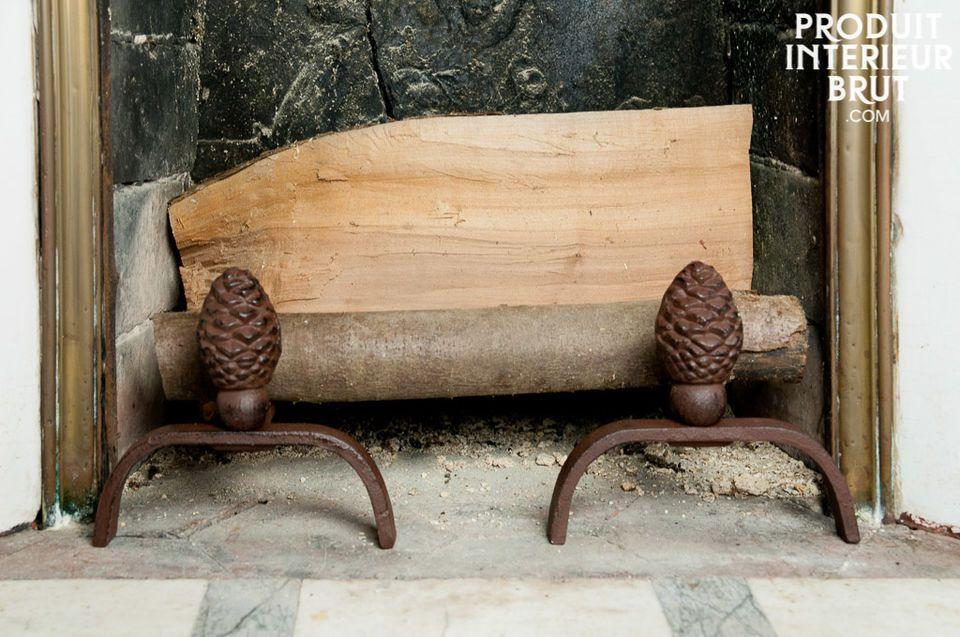 Zwei Kaminböcke aus Gusseisen