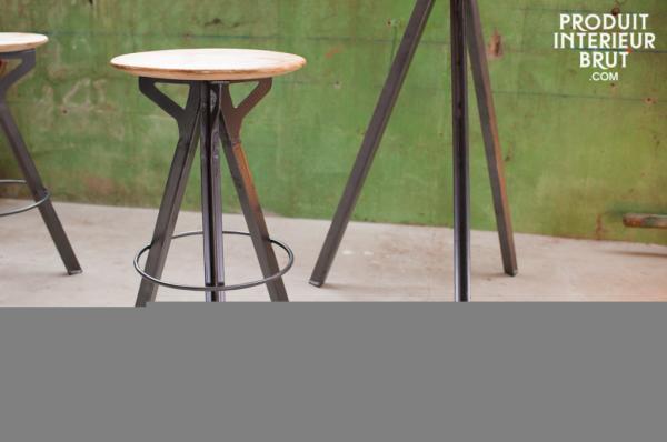 Bartisch materialver nderung des bartisches for Stehtisch barhocker kombination