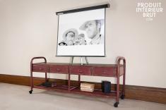 Hanjel : TV-Möbel im patinierten Industriedesign